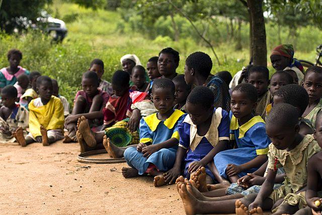 640px-Schoolchildren_in_Malawi